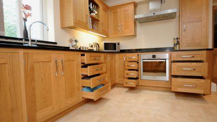Tủ bếp gỗ sồi Nga SG-046